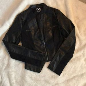 🤩1/3 zip faux leather jacket🤩